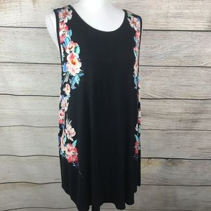 Torrid sleeveless tunic top black and floral print